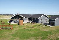 Ferienh�user mit Schaukel und Sandkasten